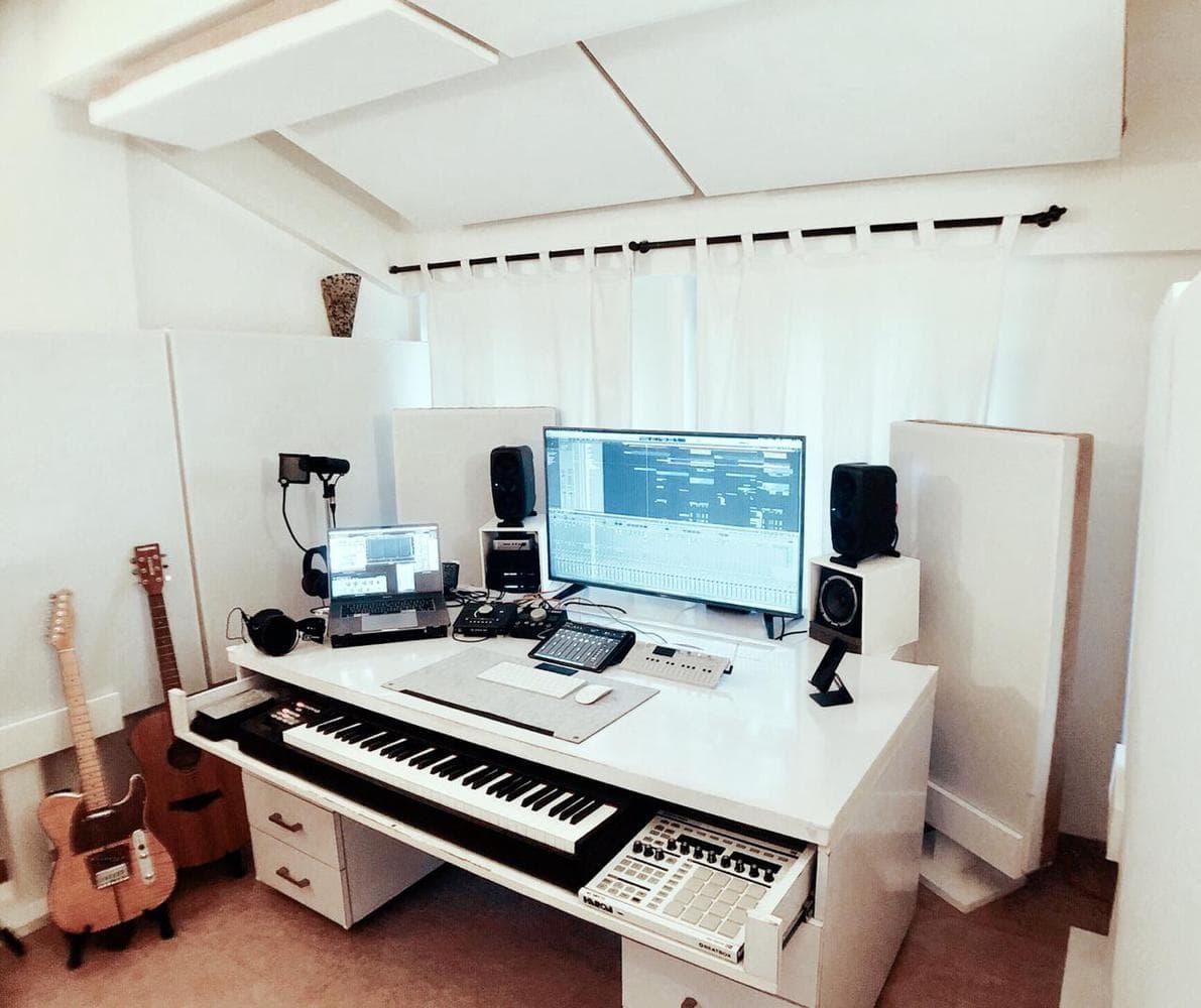 Cracked Analogue Studios, Goa